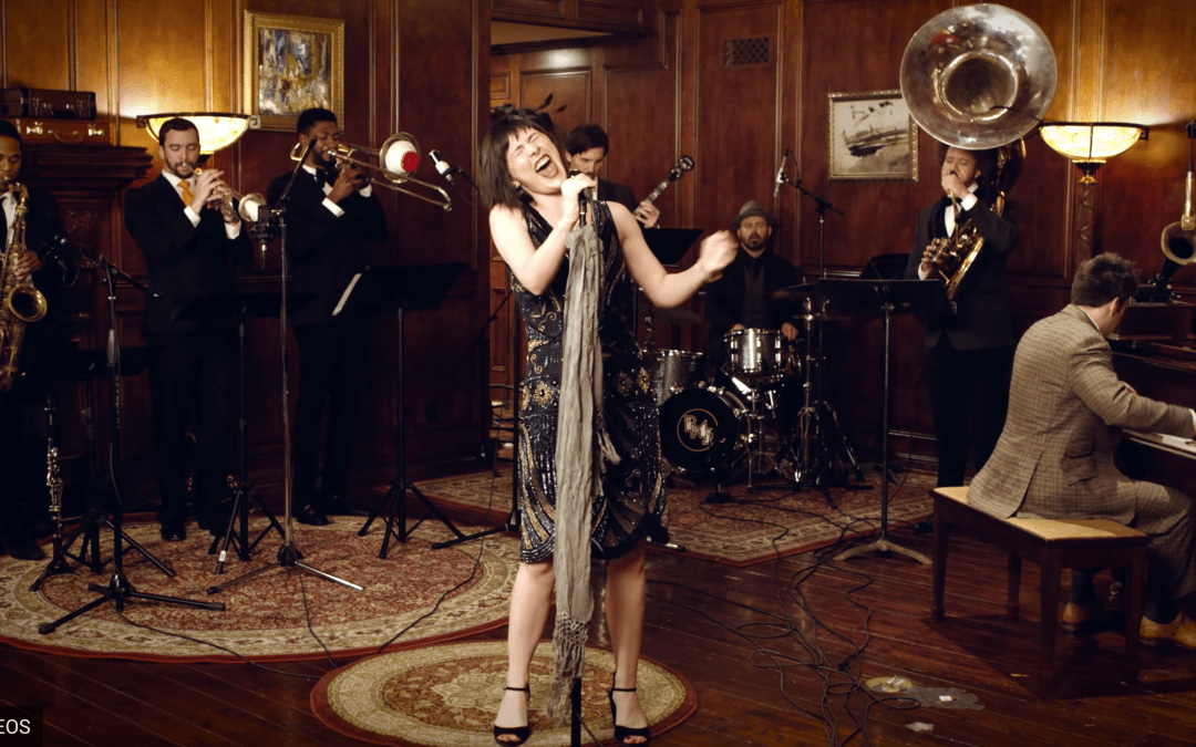 """Sara Niemietz Puts A '20s Spin On Aerosmith's """"I Don't Want To Miss A Thing"""""""